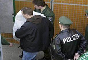Almanya'da polise yetki tart��mas� .12565