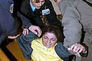 İki genç kız gasptan tutuklandı.11625