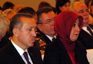 Emine Erdoğan, köşkte yine yok.11890