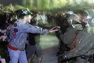 Almanya'daki olaylarda 70 gözaltı.15432