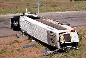 Kamyon servis aracına çarptı: 1 ölü 8 yaralı.16008