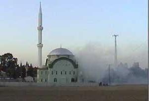 Bosna Hersek'te bir cami yandı.6225