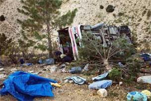 Midibüs şarampole yuvarlandı: 28 yaralı.19732