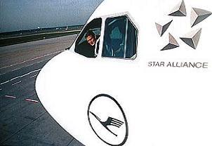 Yolculara kızan pilot, uçağı boşaltıp uçtu.11699