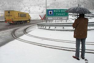 Bolu Da��'nda kar ya���� olumsuz etkiliyor.12700
