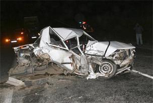 Otomobil kepçeye çarptı: 2 ölü.12907