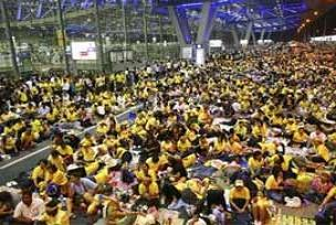Tayland'ta hükümete 80 bin kişilik detsek.23482