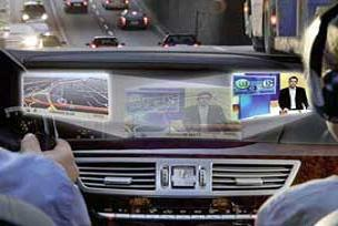 Mercedes'ten tek ekranda iki farklı görüntü.14612