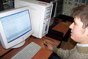 İnternet cafeli ama internetsiz köy.12995