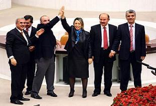 AKP ve CHP'li vekillerin  kutlaması.15816