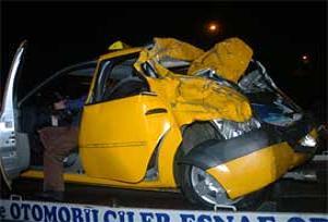İzmir'de trafik kazası: 1 Ölü, 5 yaralı.12384