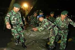 Endonezya'da nefes kesen tatbikat.12898