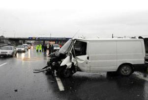 Konya'da minibüs ile TIR çarpıştı: 4 ölü.8968