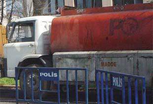 Freni boşalan kamyon lokantaya girdi.12165