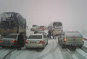 Ankara-İstanbul yolu ulaşıma kapandı.9646