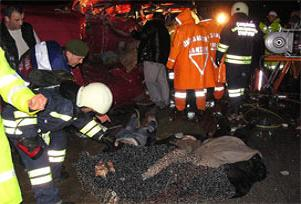 Öğrenci servisi kaza yaptı: 6 ölü, 11 yaralı.16616
