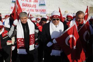 Türkiye bugün şehitlerine yürüdü.14867