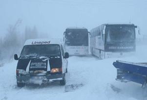 Sivas'ta kar yolları kapattı.7553