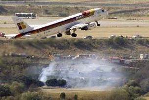 Yüsek gerilime çarpan uçak düştü: 3 ölü.13716