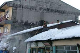 Anten ayarlamak için çıktığı çatıda öldü.12278