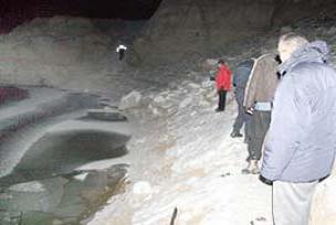 Çorum'da taksi baraja yuvarlandı.10538