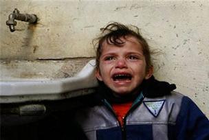 İsrail bu kez anne ve 4 çocuğunu vurdu.11041