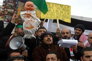 Kamuoyu protesto ediyor devletler sessiz.14680