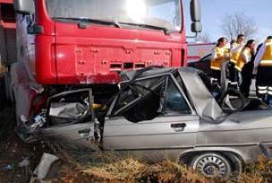 Otomobil TIR'la çarpıştı: 3 ölü.16055