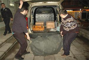 Albayın evindeki silahlar taşındı.14179