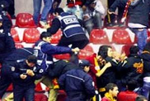 G.Saray maçında seyircilere biber gazı!.16800