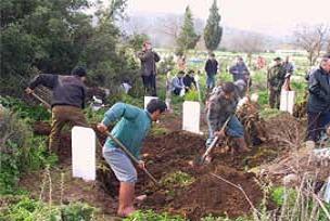 Öldürülen Türk gencin mezarı açıldı.18373