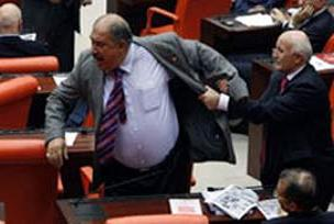 AKP'li Candan, Soysal'dan özür diledi.12552