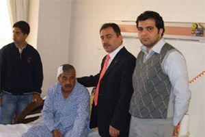 Yazıcıoğlu yaralı Filistinlileri ziyaret etti.11235