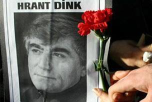 Hrant Dink, pazar ayininde an�ld�.12026