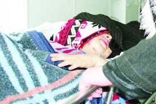 İsrail önce vurdu, şimdi de tedavi ediyor.14542