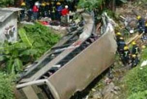Otobüsle kamyon çarpıştı: 26 ölü.14782