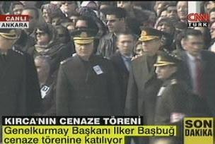 Asker tam kadro Kırca'nın cenazesinde.14655