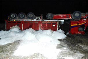 Bor yüklü kamyon ters döndü!.11423