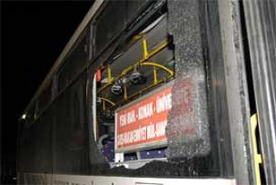 Belediye otobüsüne motoloflu saldırı.12202