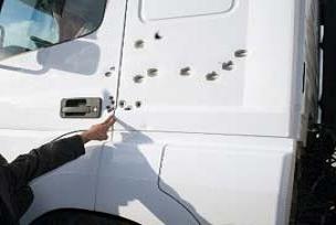 Maden taşıyan kamyonlara silahlı saldırı.9129