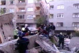 Malatya Belediyesi eski binası yıkılıyor.12480