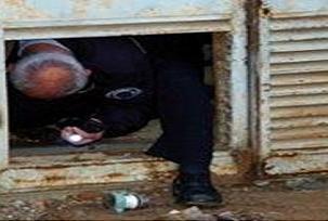 Polis hırsız peşinde sıkışıp kaldı .30973