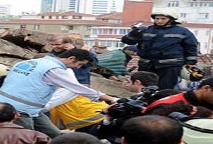 Adana'da bina çöktü: 3 yaralı.16662