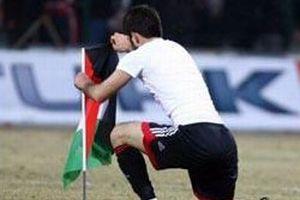 Yiğidolar sahaya Filistin Bayrağı dikti.10435