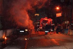 İstanbul'da 3 araç kundaklandı.10806