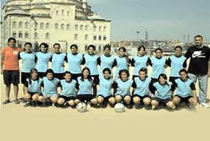 Mevlana'nın kızları futbolda birinci.15629