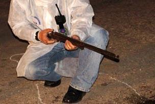Eşini ve çocuklarını av tüfeğiyle vurdu.13178