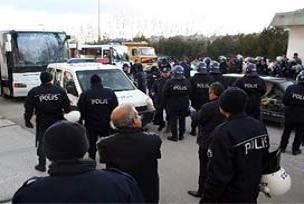Antalyaspor otobüsüne taşlı saldırı!.13287