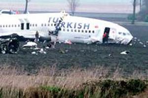 Düşen uçak körüğe yanaştırıldı.13185