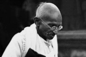 Hindistan, Gandi'nin eşyalarını sattırmıyor.7529